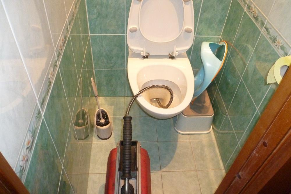 Сколько стоит прочистить унитаз